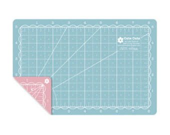 Lori Holt - Cute Cuts Cutting Mat 12 x 18