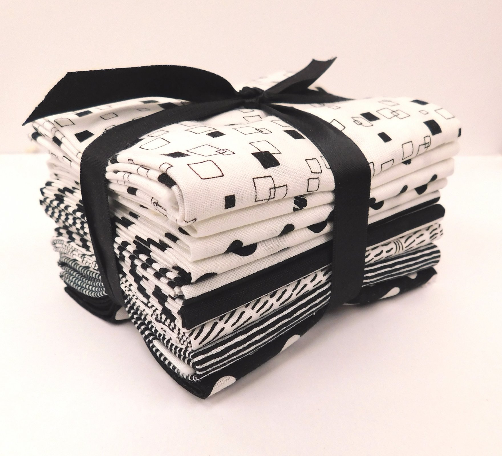 Black and White FQ bundle - 9 piece