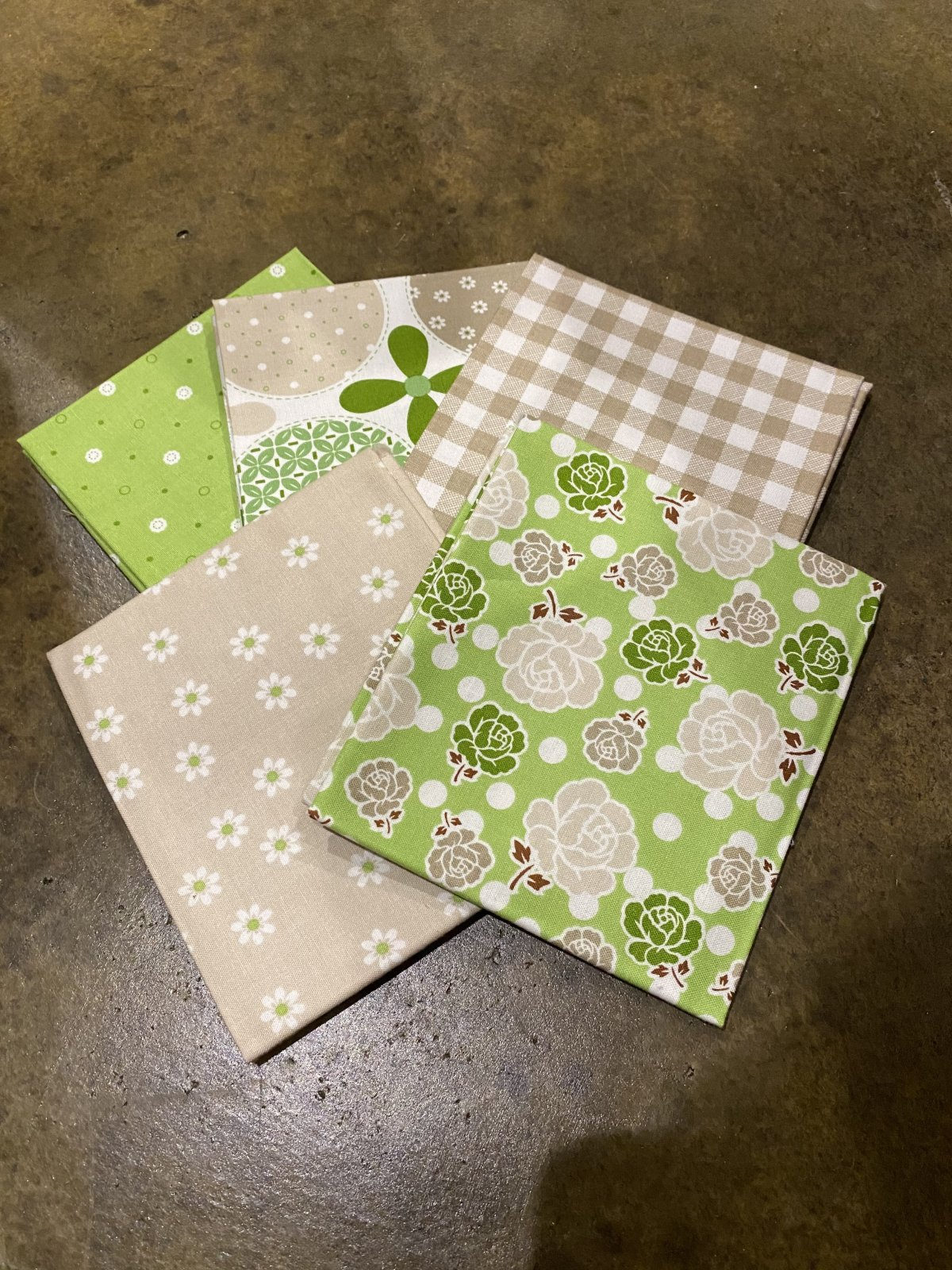 Polka Dot Stitches by Lori Holt - Fat Quarter Bundle - 5  Piece Green