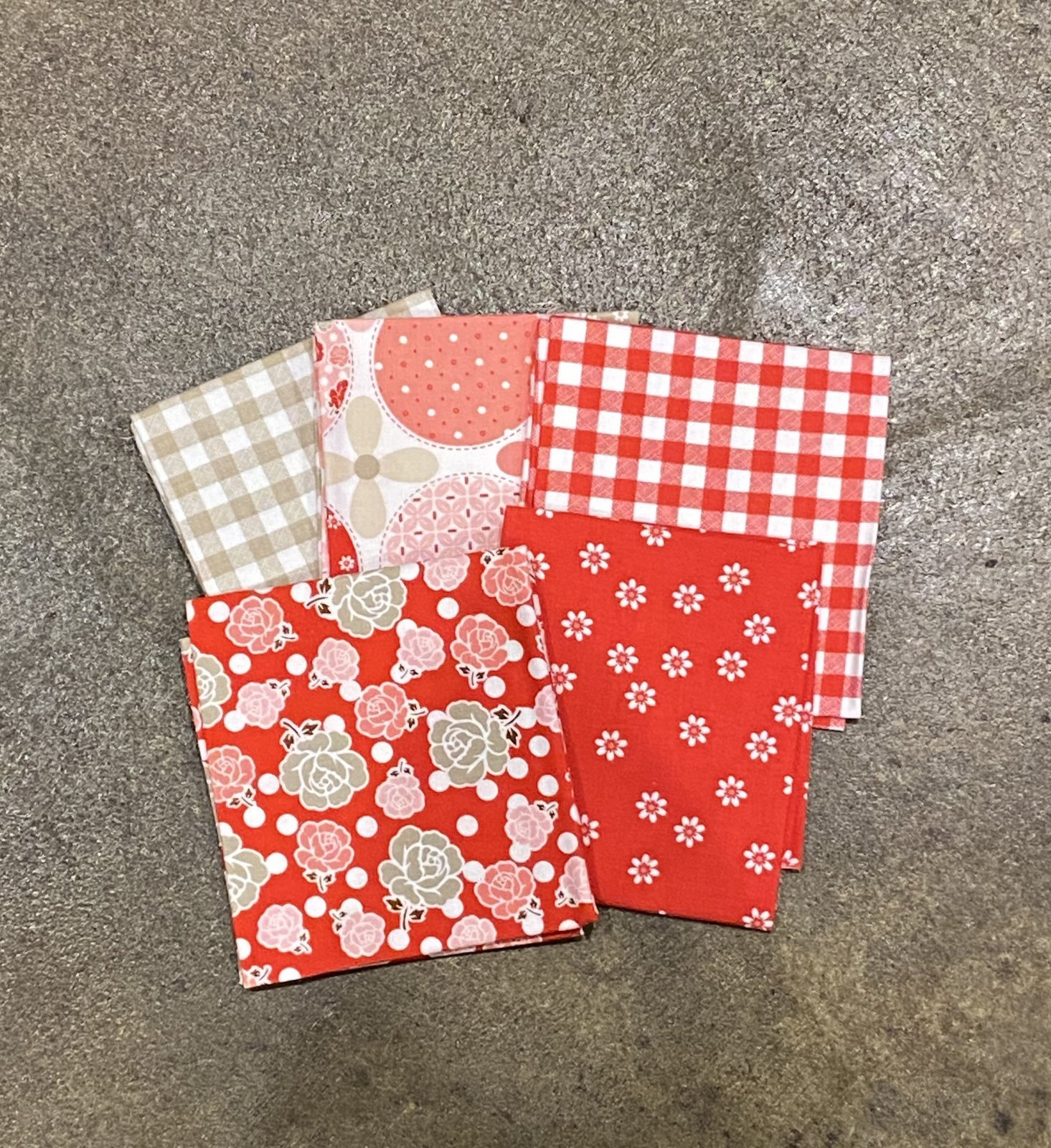 Polka Dot Stitches by Lori Holt - Fat Quarter Bundle - 5  Piece - Red