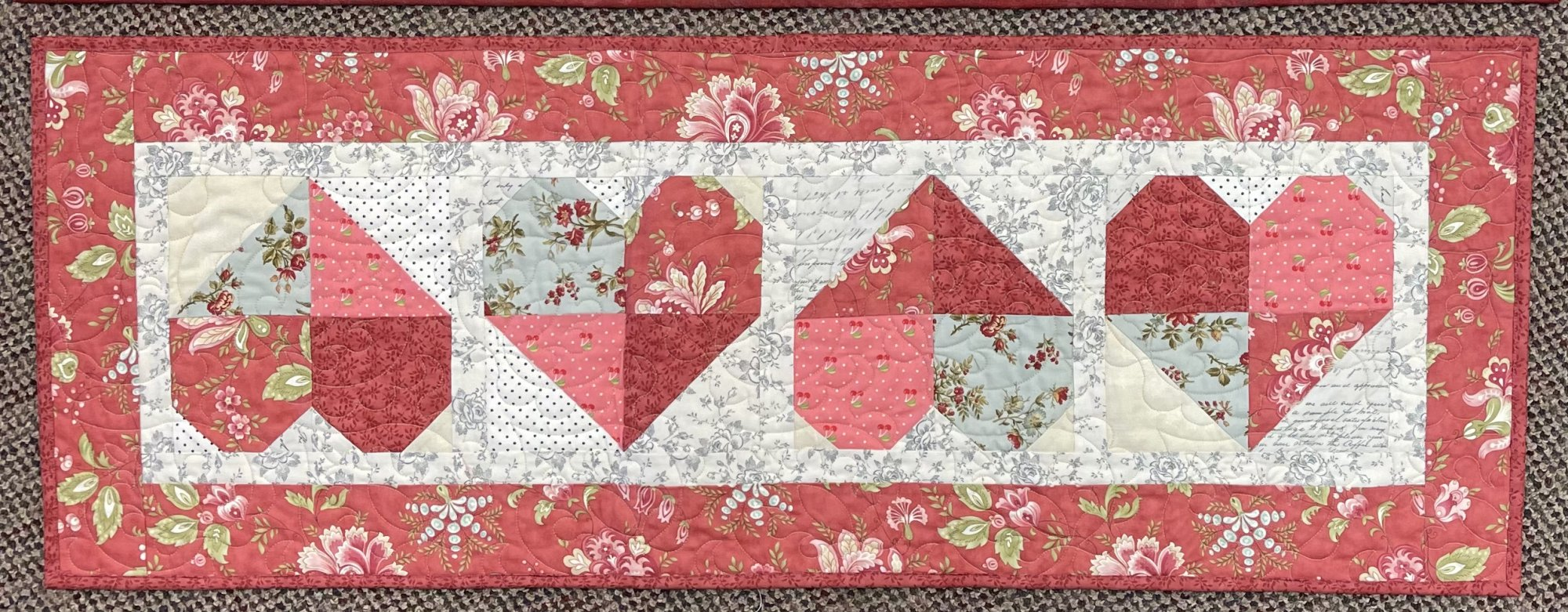 Four Heart Table Runner Floral 16 x 43