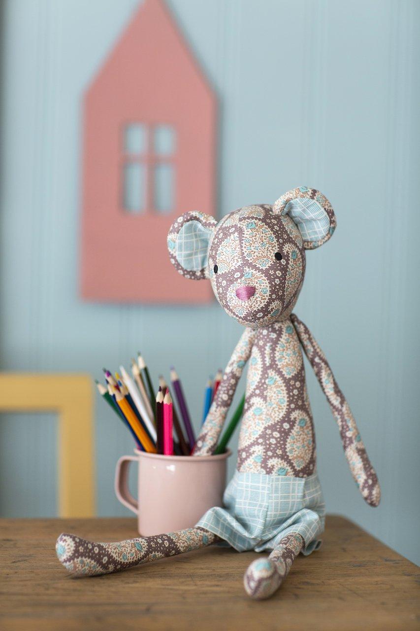 Plum Garden Sewing Kit Autumn Bear