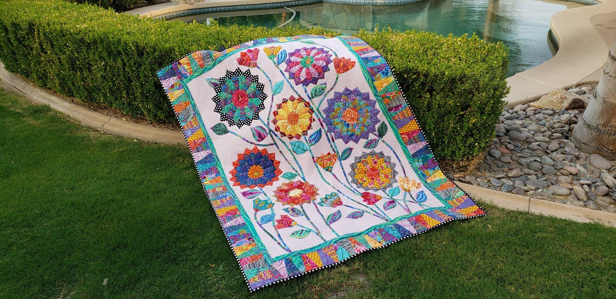 Big Blooms Quilt Kit