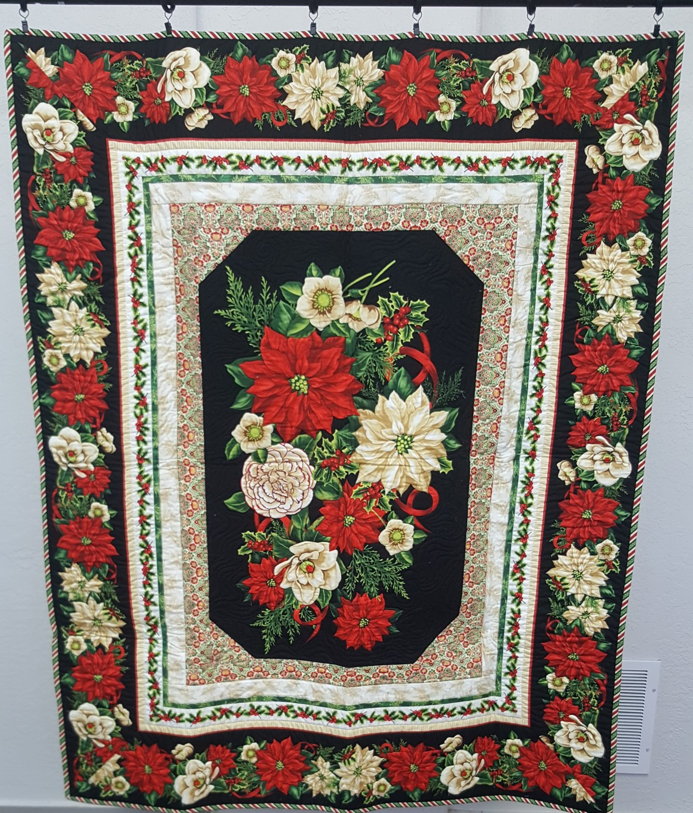 Holiday Poinsettia Tablecloth/Wall Quilt