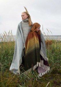 Girls modeling Floi and AEgisioa