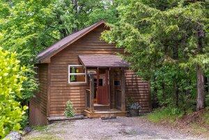 moose recluse cabin exterior