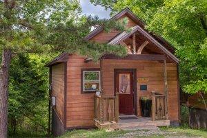 rocky's retreat cabin exterior
