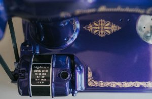 Singer Featherweight 221 painted midnight blue motor