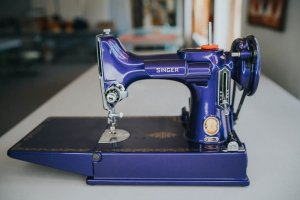 Singer Featherweight 221 painted midnight blue front