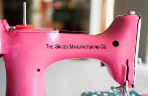 Singer Featherweight 221 painted pink motor side