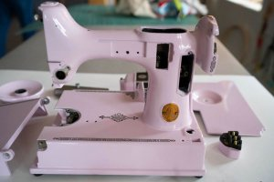 Singer Featherweight 221 painted pale pastel pink front