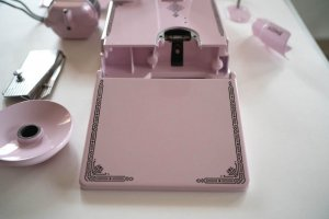 Singer Featherweight 221 painted pale pastel pink parts detail