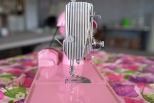Singer Featherweight 221 painted Barbie pink faceplate