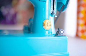 Singer Featherweight 221 painted bright blue badge detail