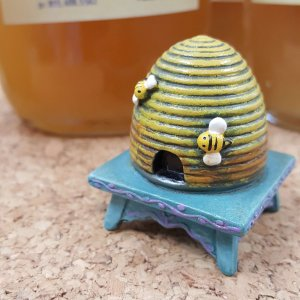 Toy bee hive