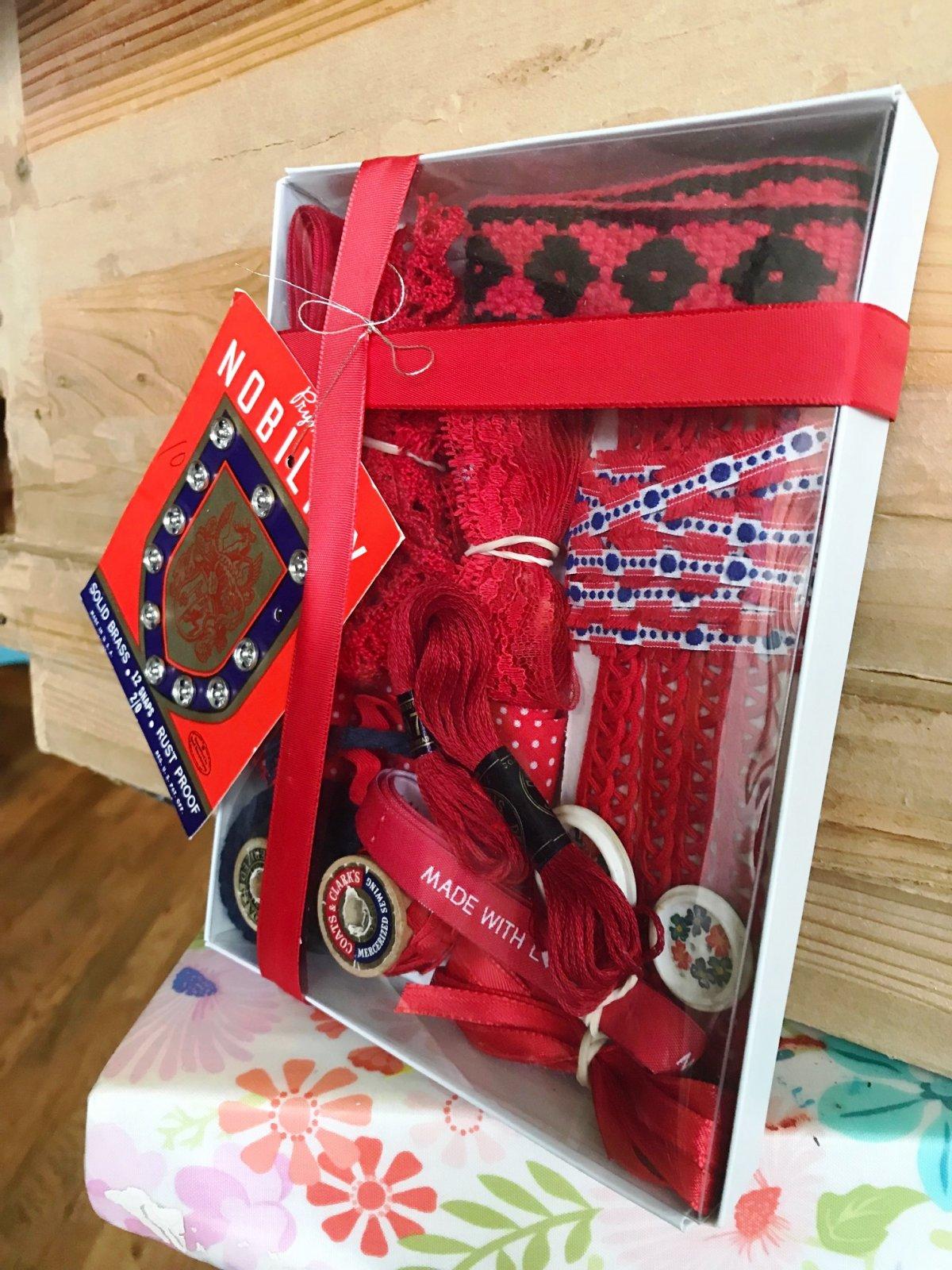Vintage Kit Red