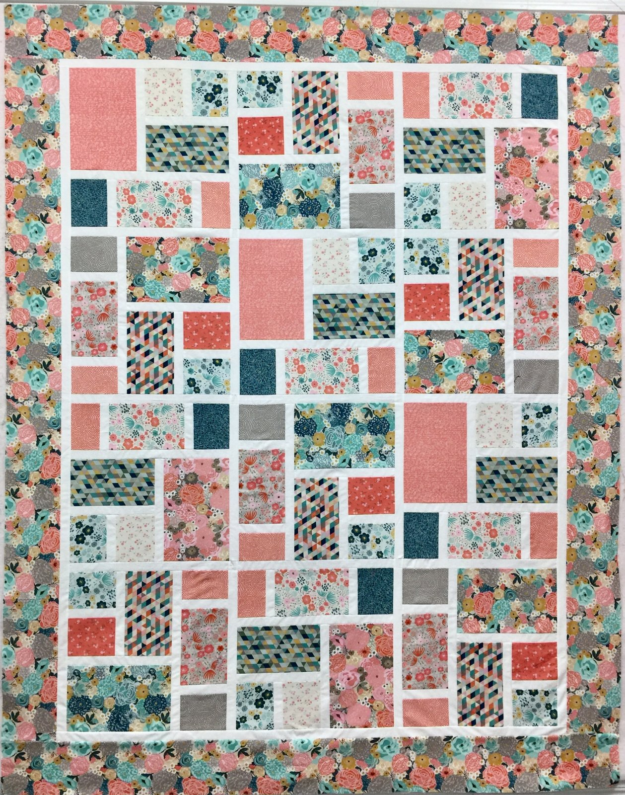 Around the Block with Ava Rosa Quilt Kit
