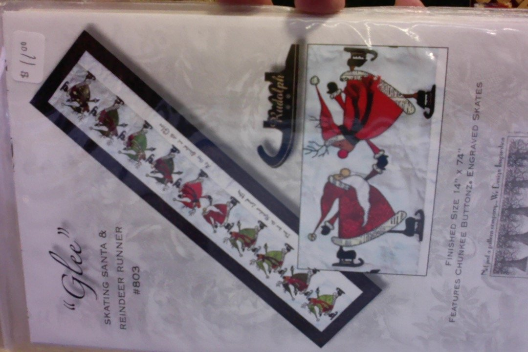 Glee Skating Santa & Reindeer Runner Pattern