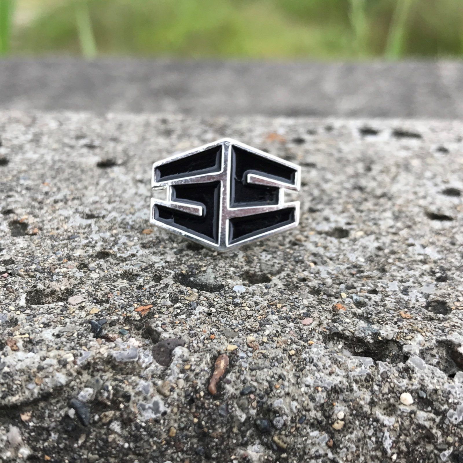 35th Tron Pin silver/black