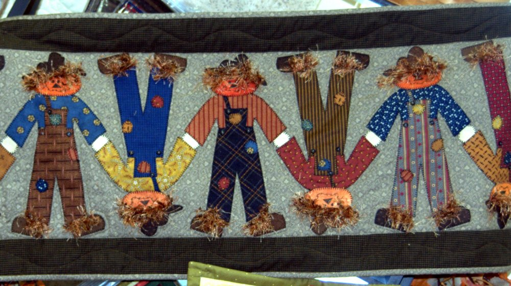 Topsy Turvy Scarecrow Quilt Pattern & Embellishments