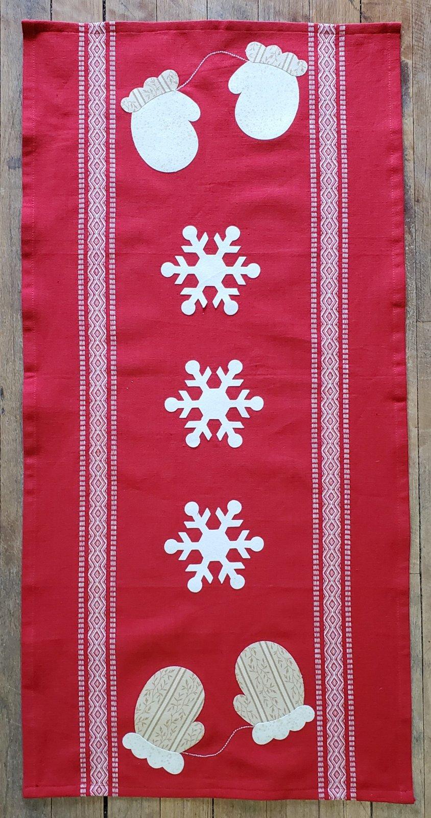 Red Winter Table Runner Kit
