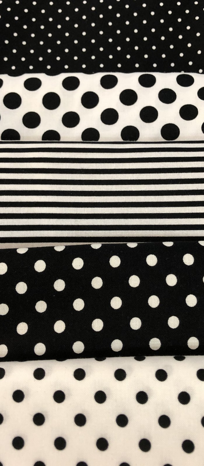 5 - 1 yd Bundle Blk/White Dots