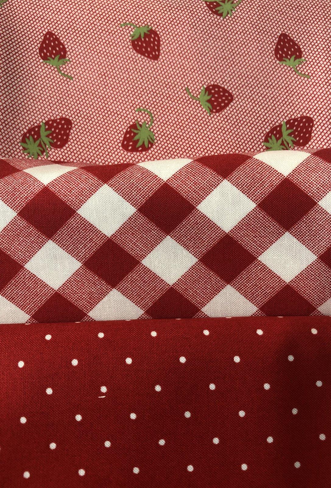 3 Yd Bundle Red Strawberries