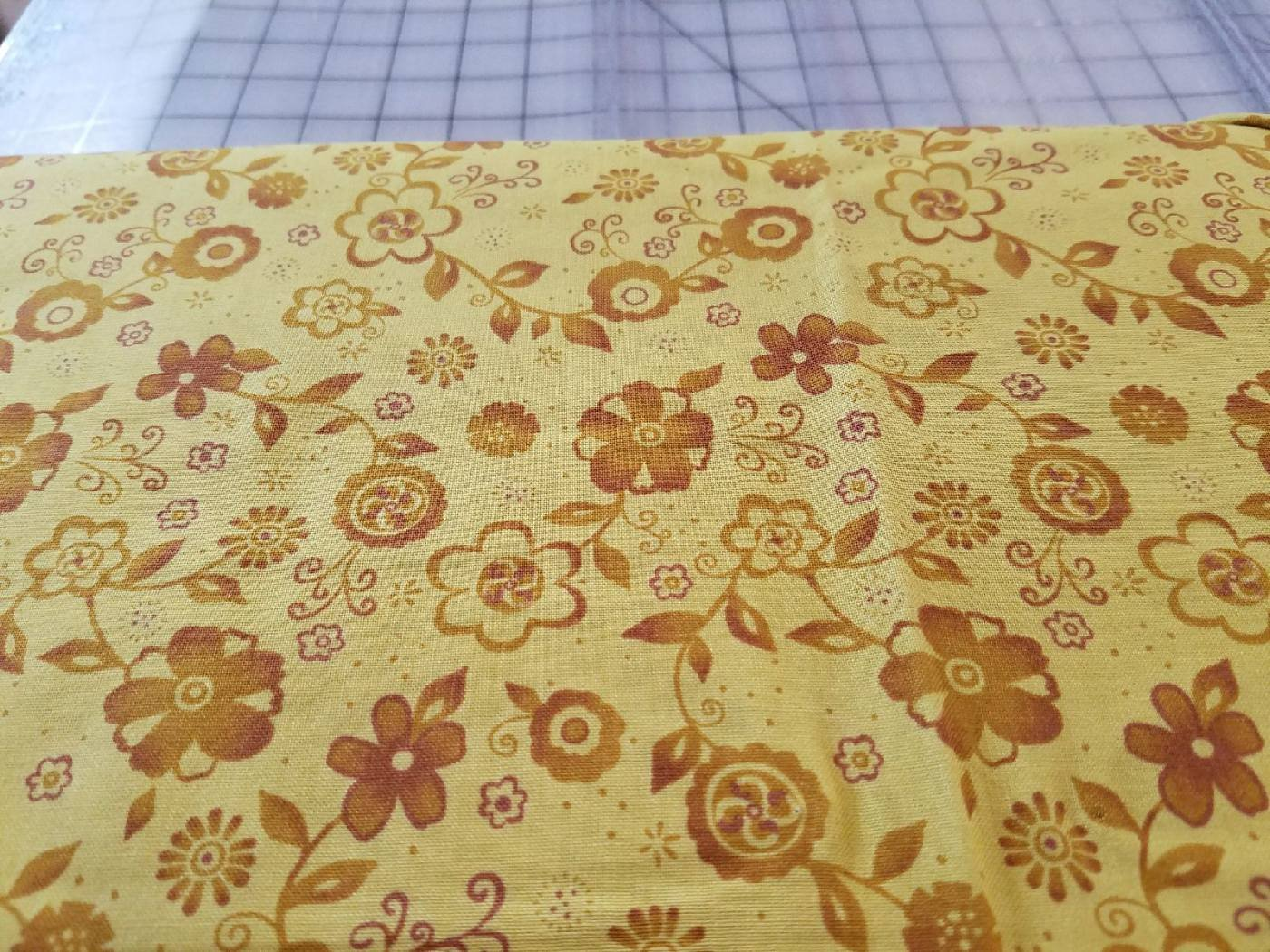 Choice Fabrics Sunday Flowers Gold Flowers