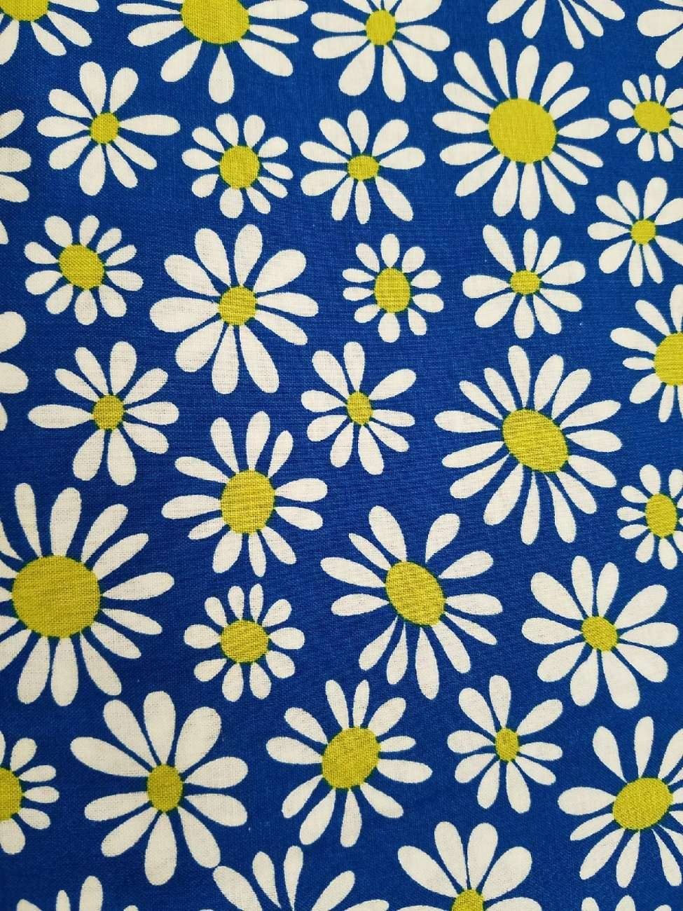 Benartex Crazy Daisy On Blue