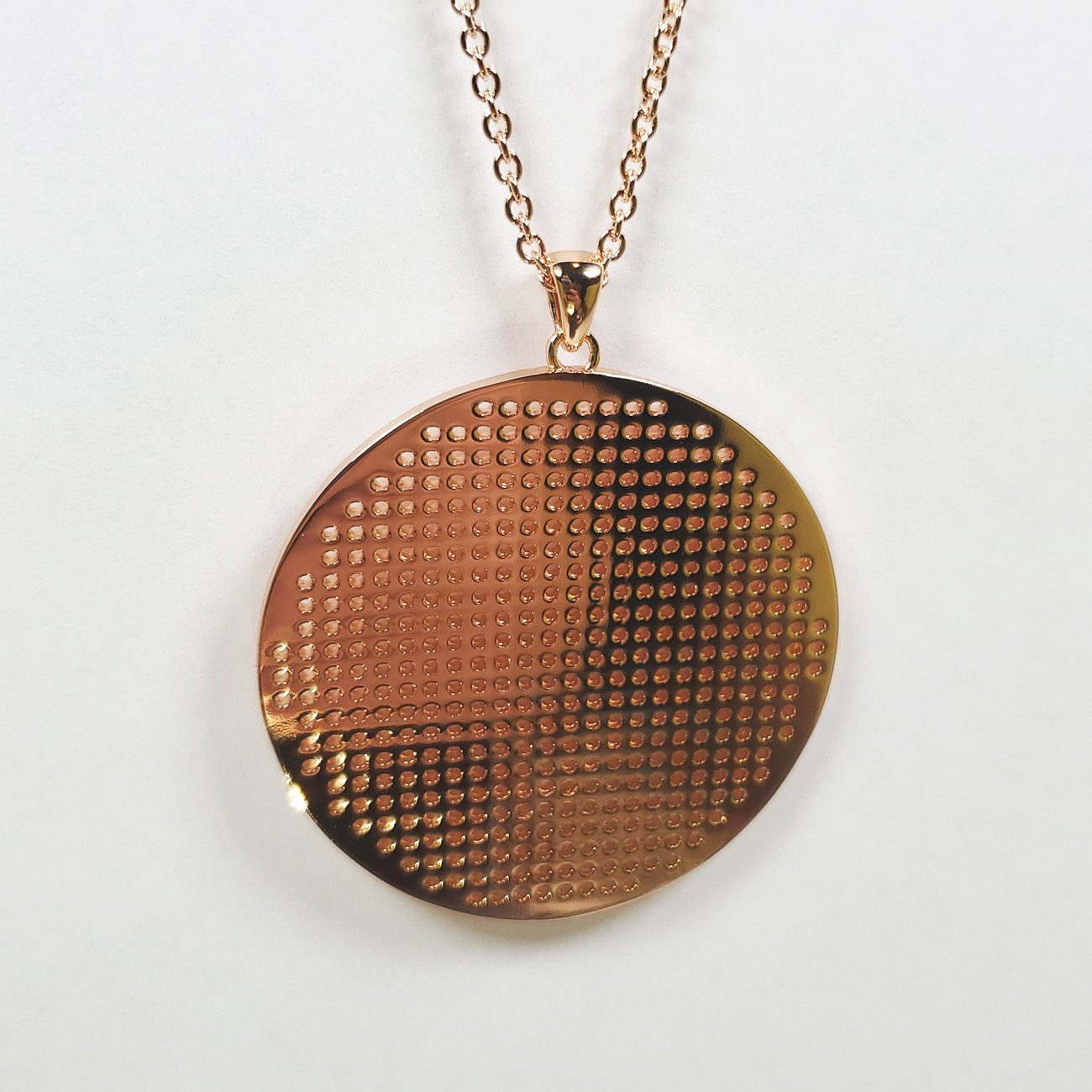 Stitch Grid Round Necklace Rose Gold