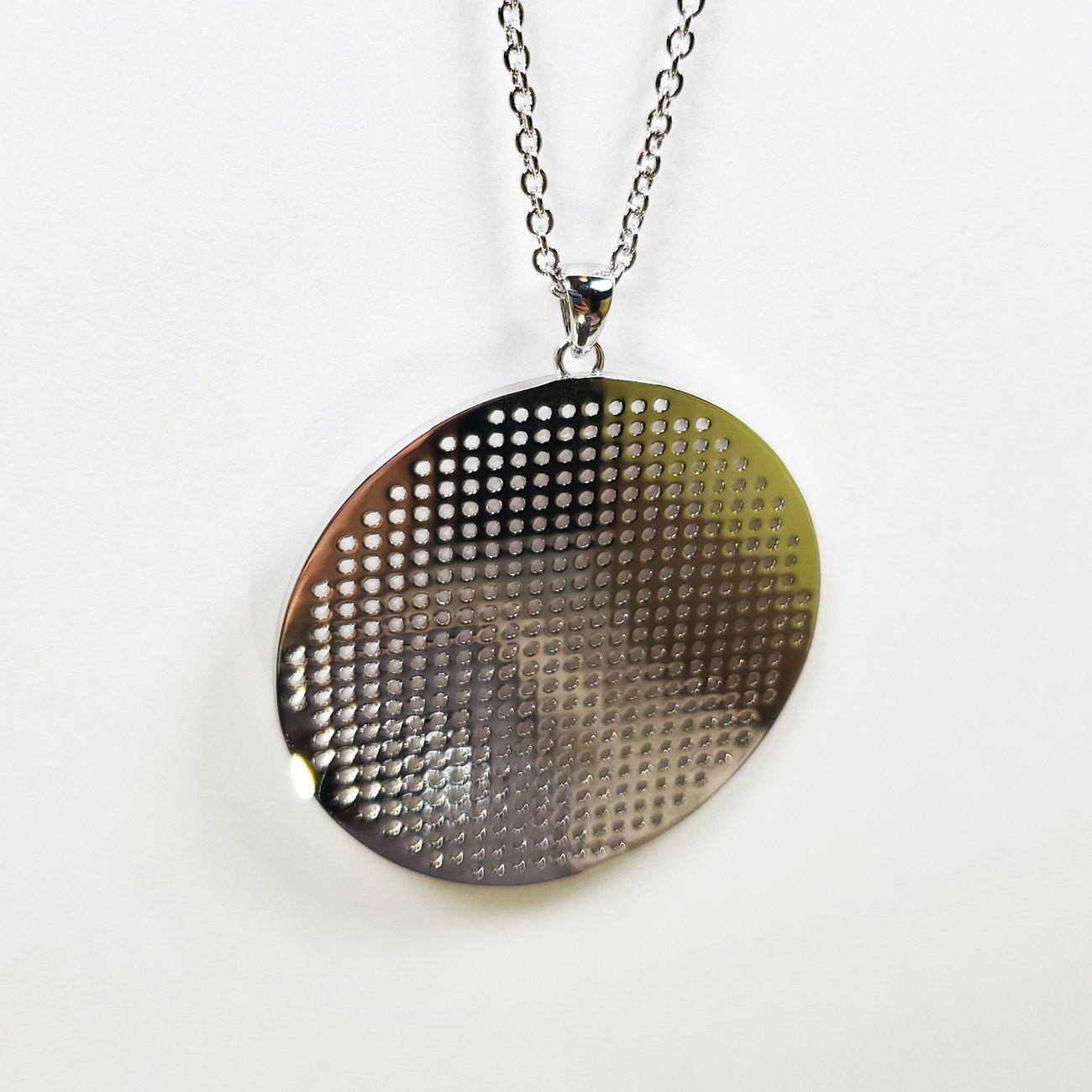 Stitch Grid Round Necklace Silver