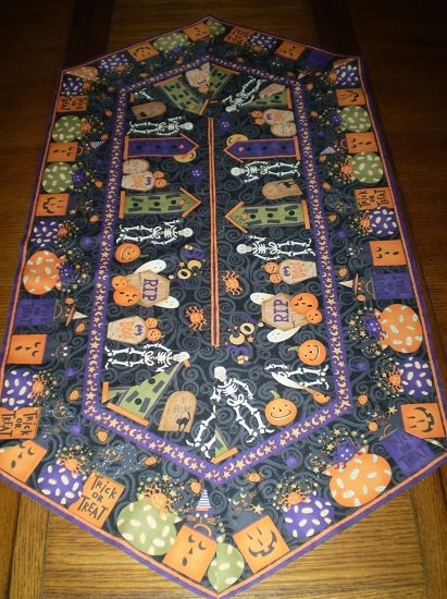 Easy Striped Table Runner Kit - Cats, Bats and Bones