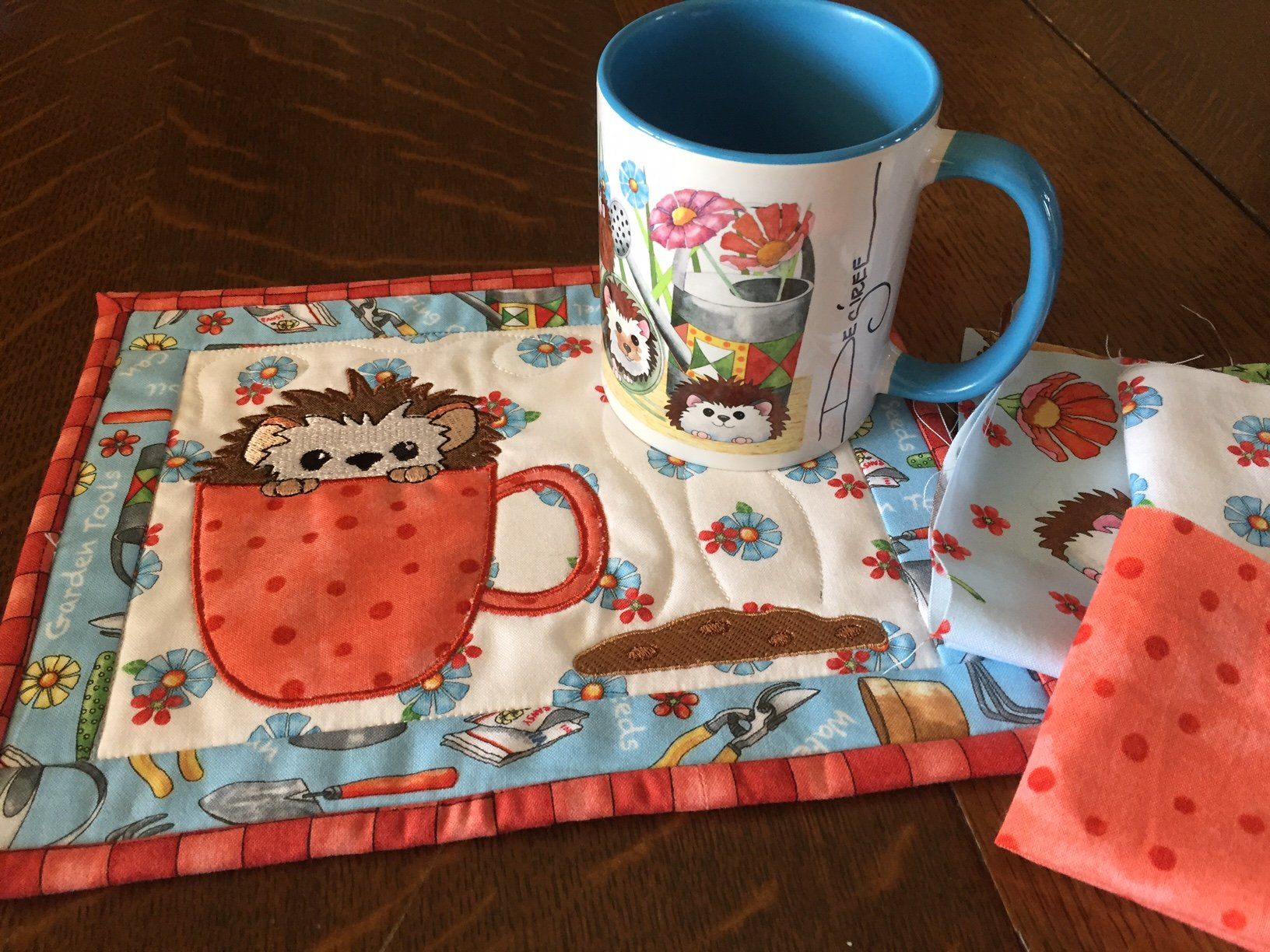 Cookie Time Hedgehog Mug Rug Embroidery CD with matching Coffee Mug and Fabric Kit (MR-101-DDE-K)