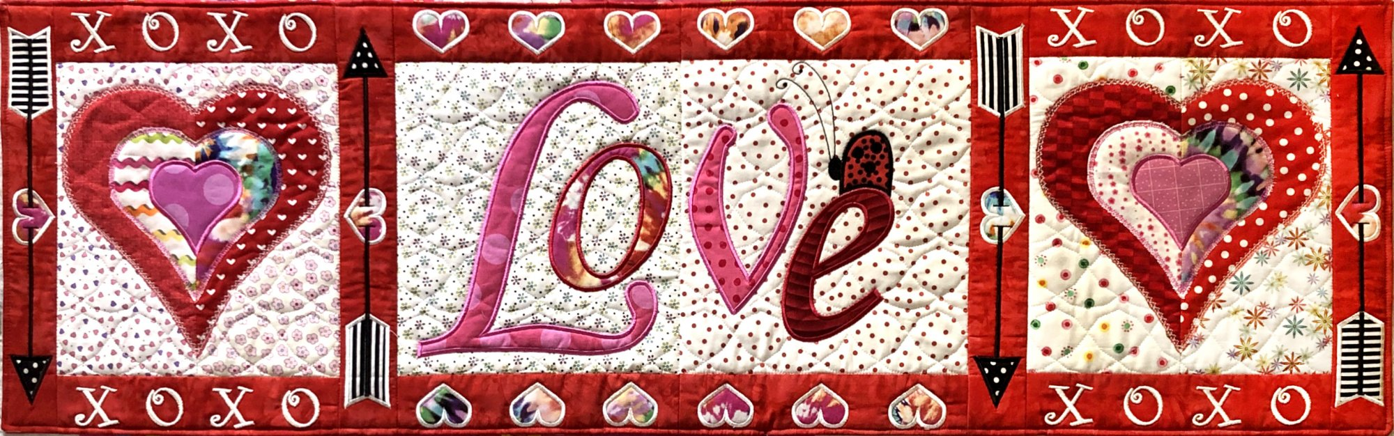 All You Need is Love ITH Table runner download only (GP-109-DDE-E)