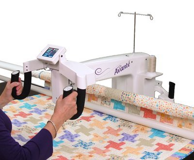 HANDI QUILTER AVANTE WITH 12' STUDIO 2 FRAME
