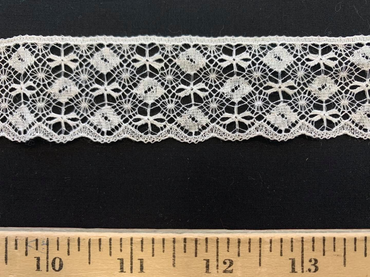 White Dragonfly Oval Scallop 1-3/8 wide