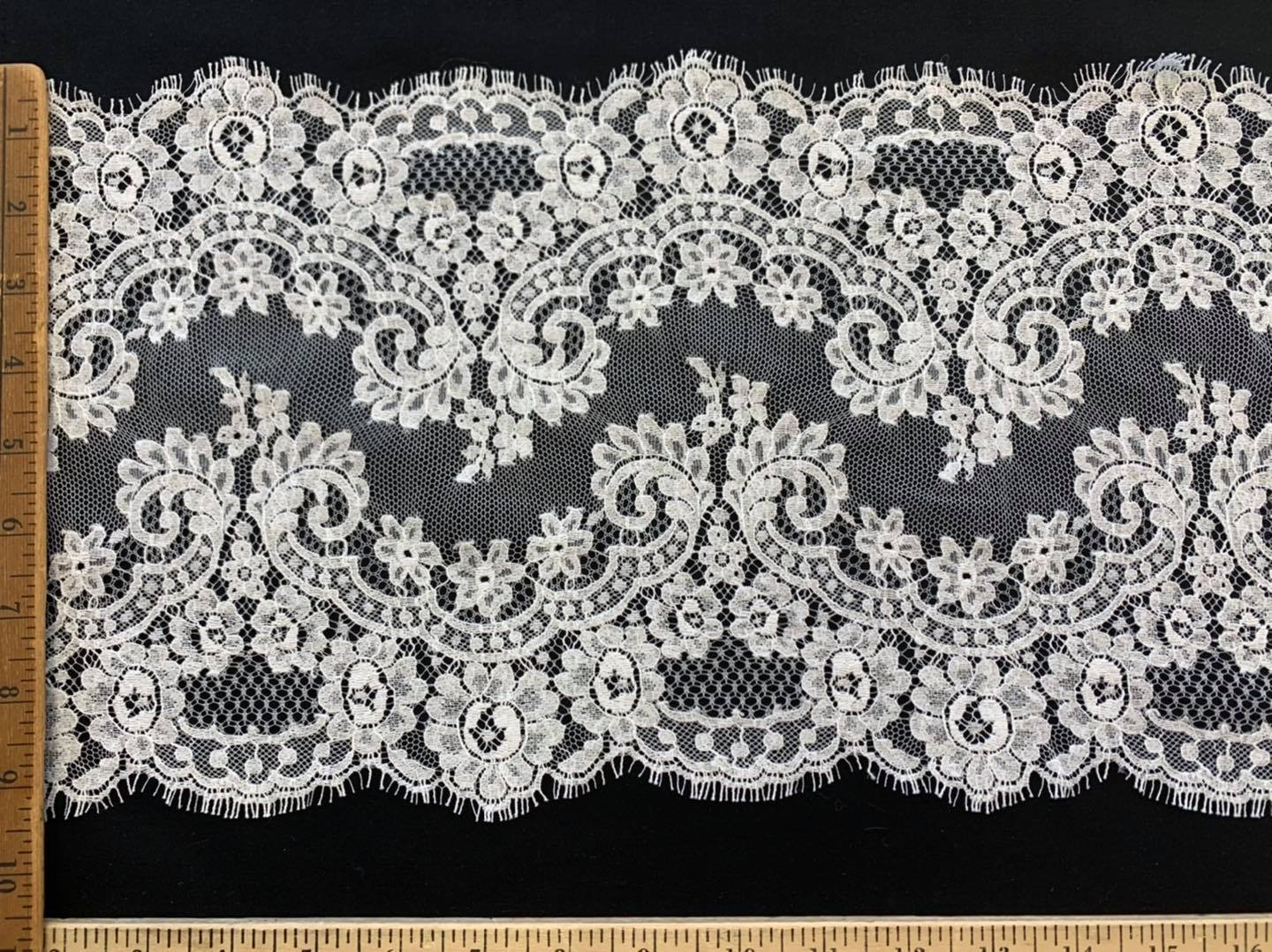 Crowns Double Scallop Chantilly Veil Edging Off White