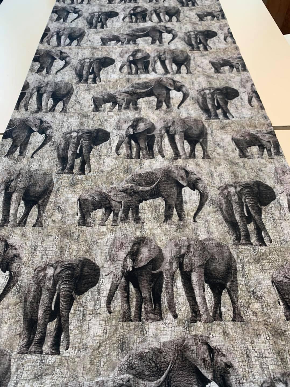 Crackle Elephants