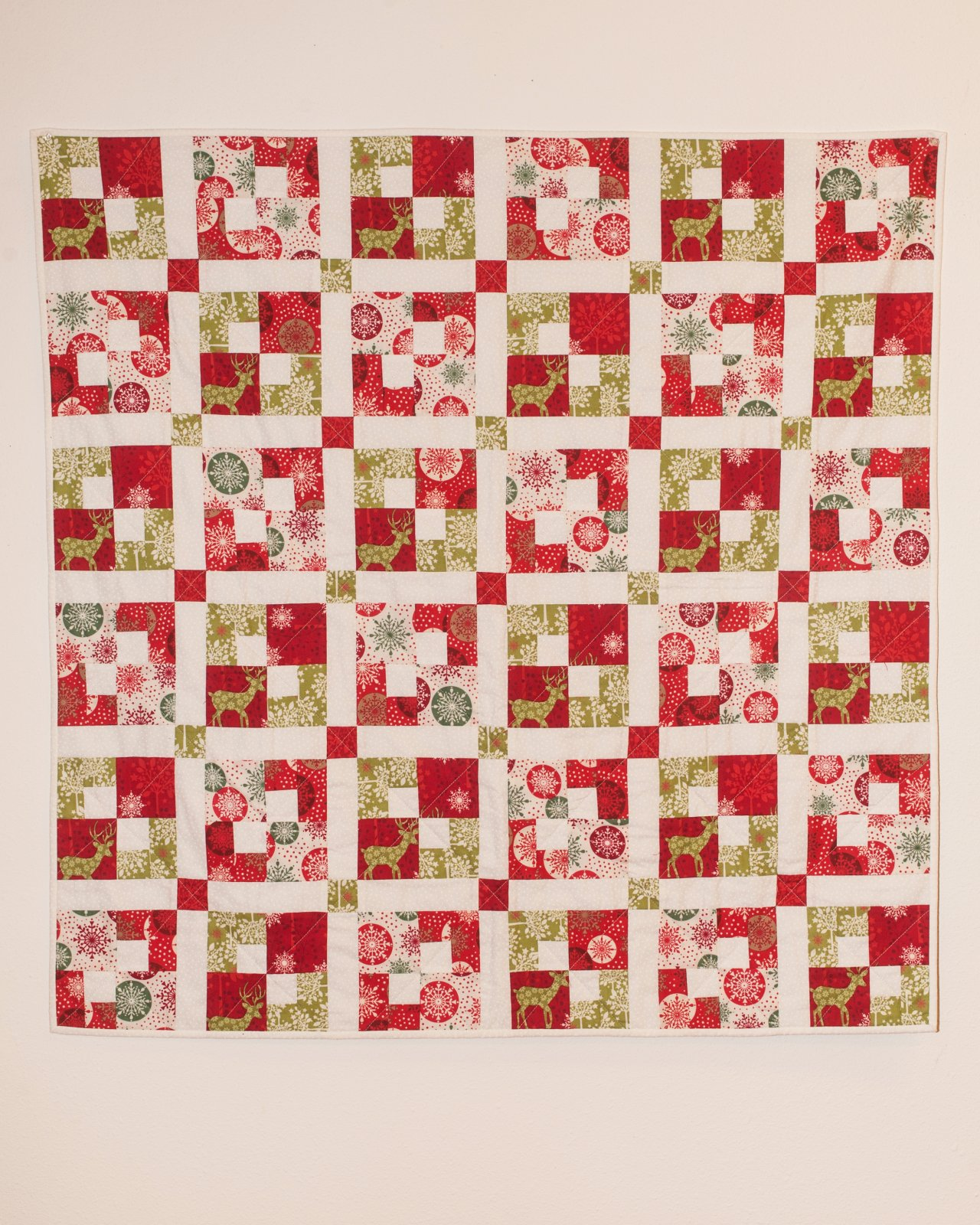 Small Red,White,Green Christmas Quilt   40 x 40