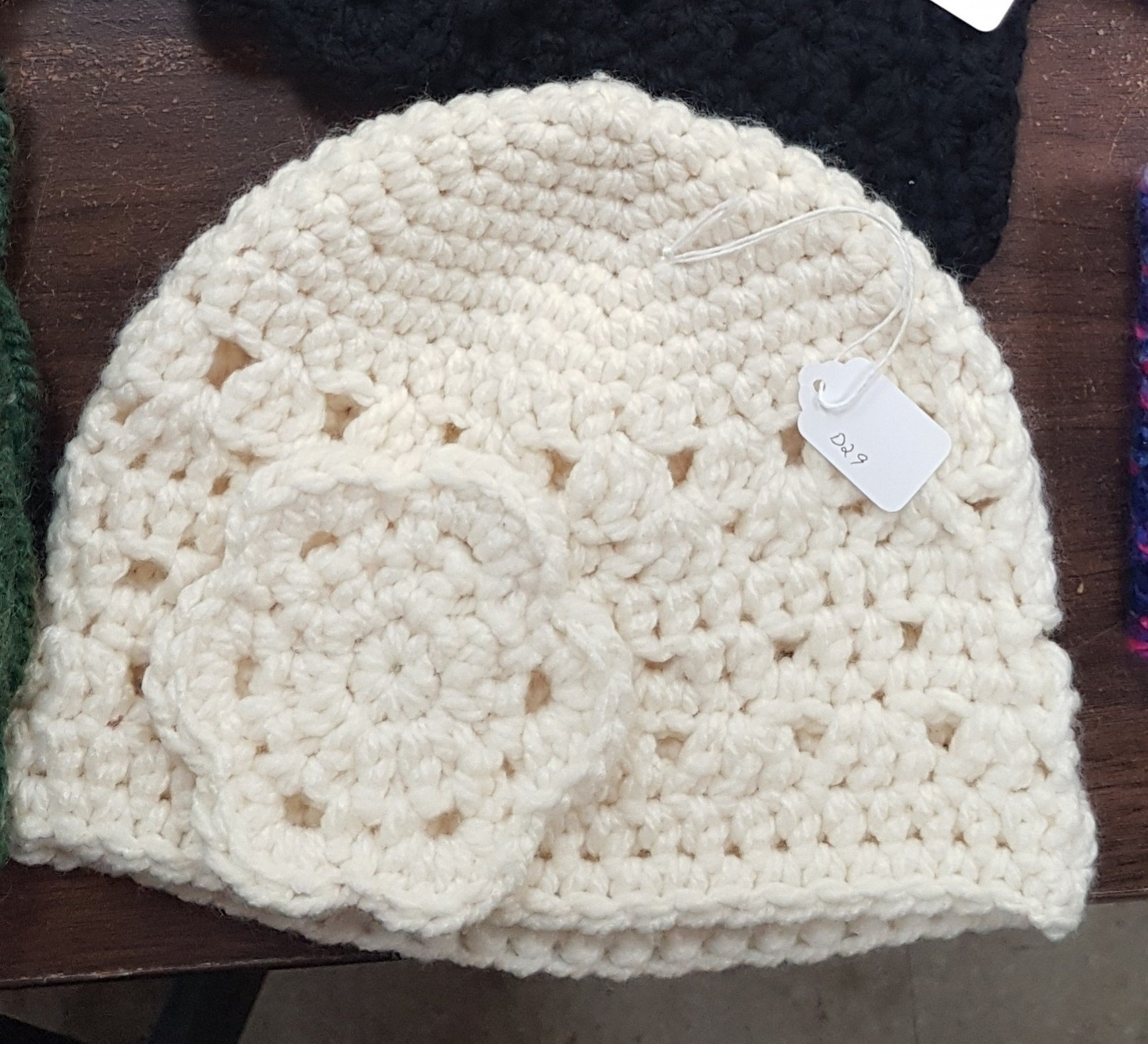 D dot delights Hat with Flower - Ivory