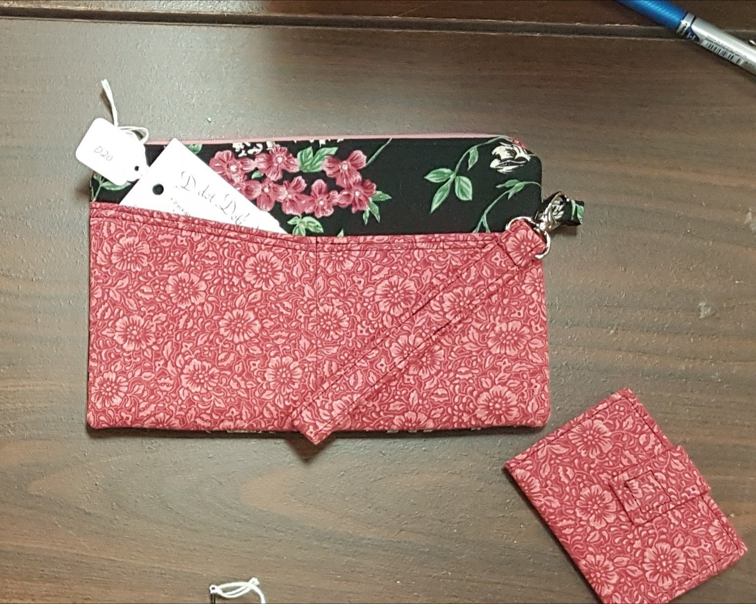 D dot Delights Wallet with Credit card folder - Black/Rose