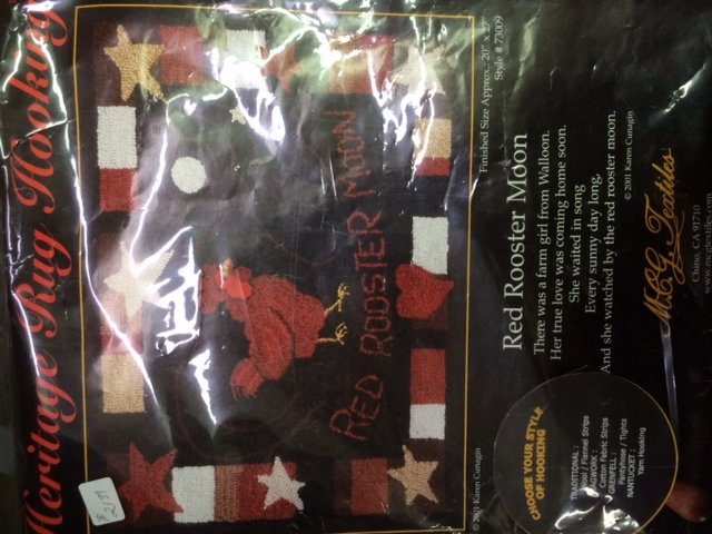 Heritage Rug  -  Red Rooster Moon & Bloom N Bee