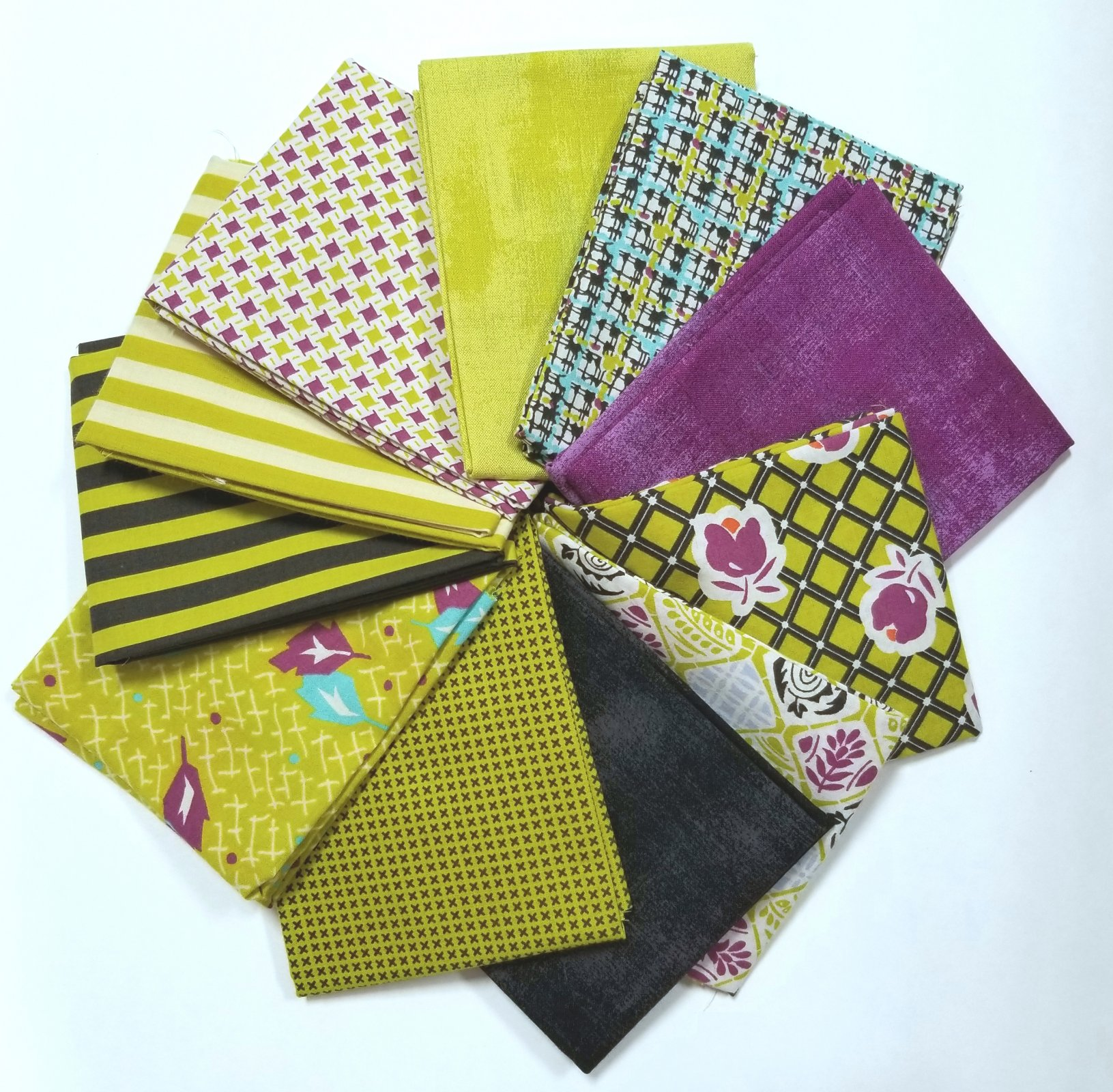 Fresh Picks: Moving On Lawns Fat Quarter Bundle