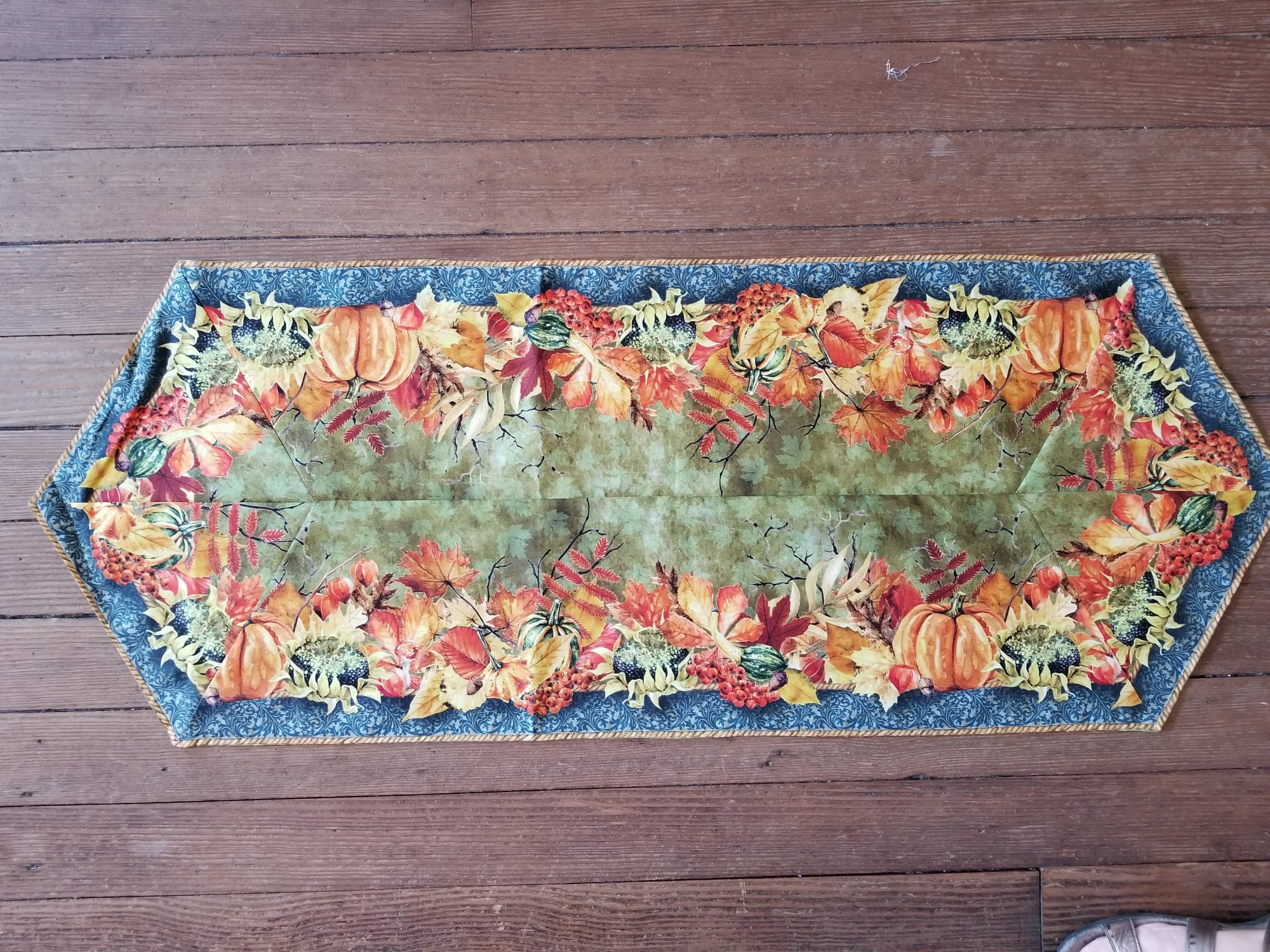 Easy Striped Fall Leaves table runner Fabric kit