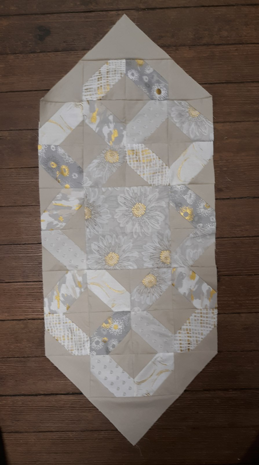 Shiny Objects Ribbon Candy Table Runner Fabric Kit