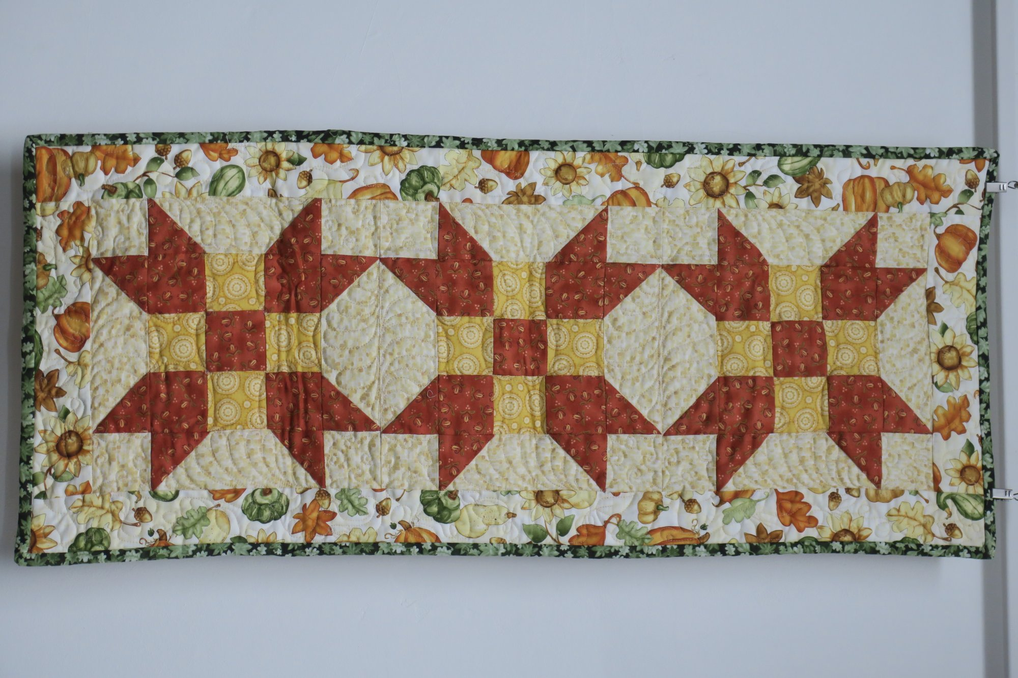 Acorn Table Runner Store Sample