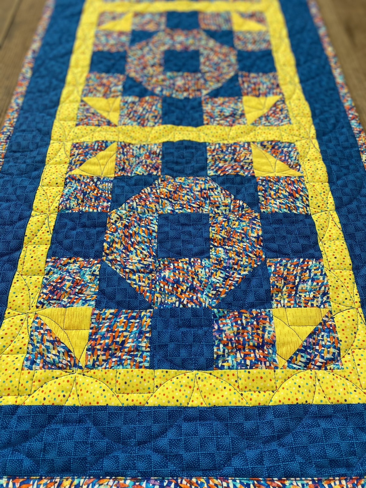 Bright Chain Link Table Runner