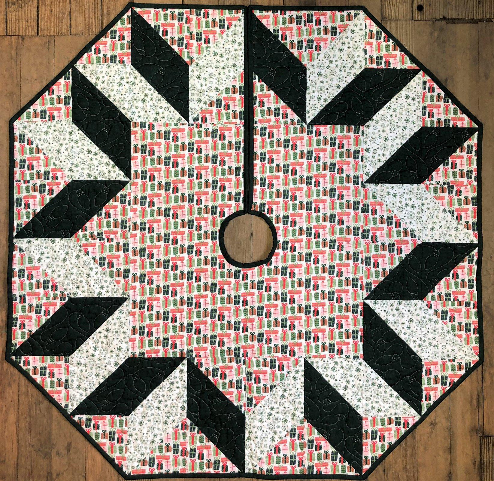 Christmas Mini's Tree Skirt Star Quilt Kit