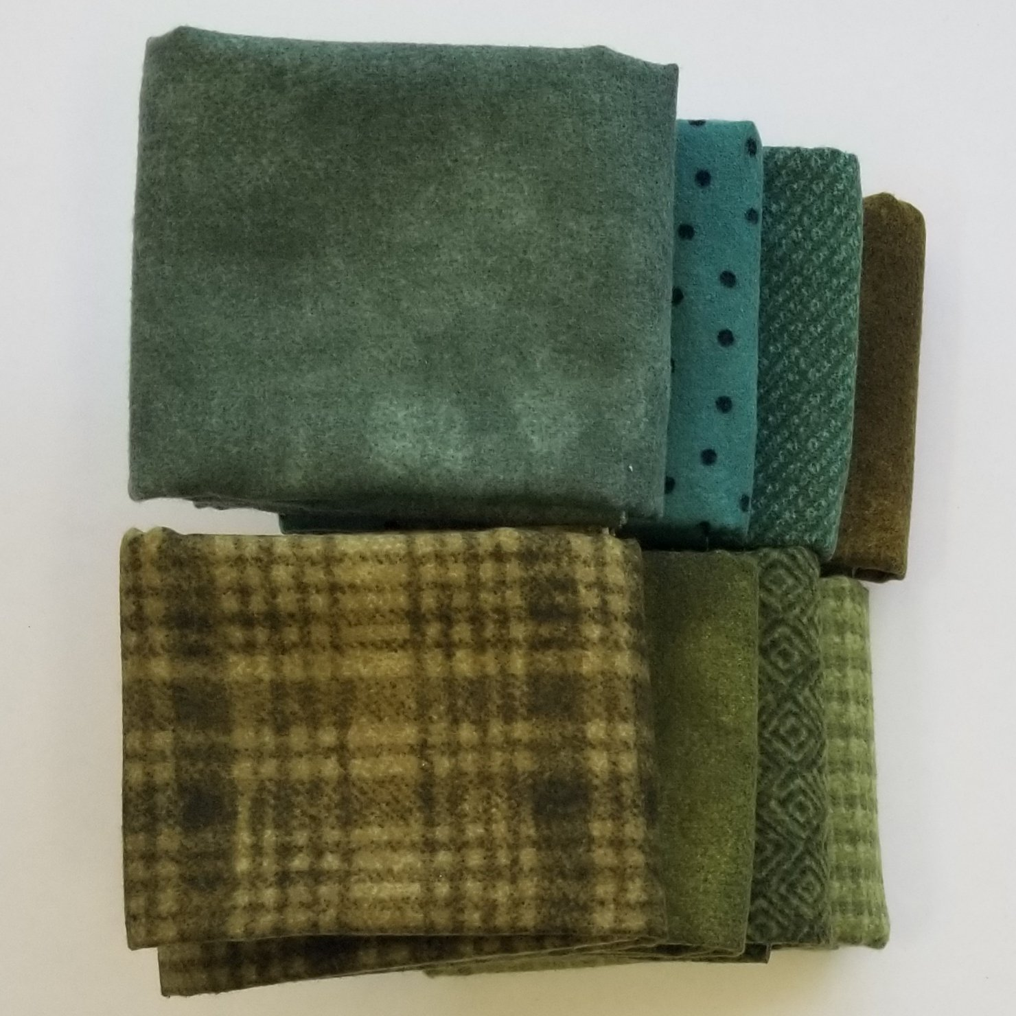 Woolie Flannel Green Bundle of 8 Fat Quarters