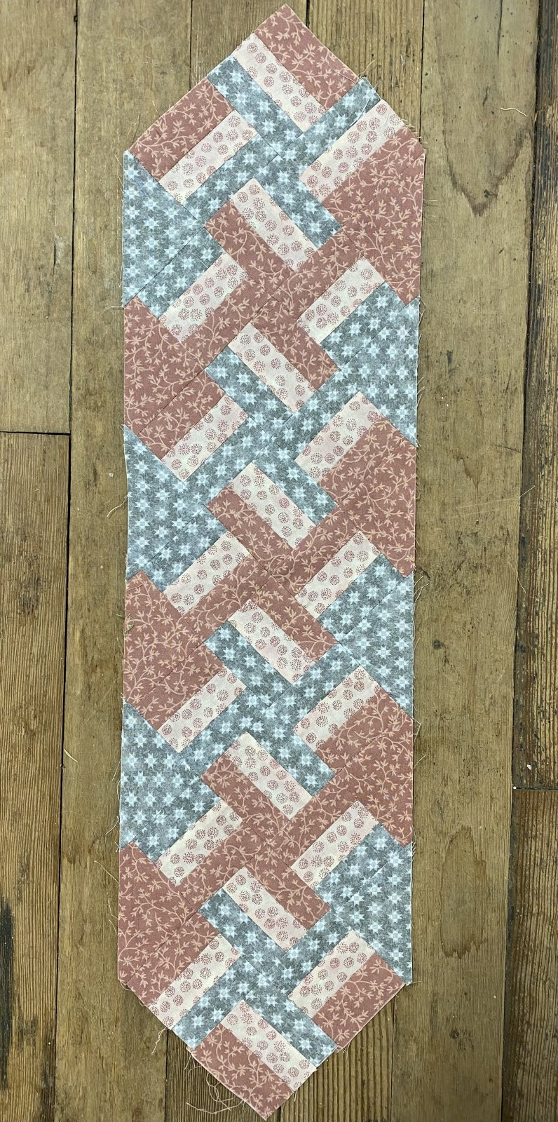 Quilters Coordinates Rail Romp Pink Table Runner